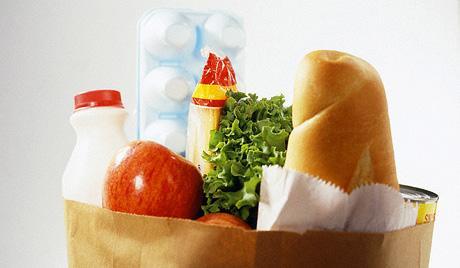 1-пакет-с-продуктами-питания-еда-магазин-покупать-продукты-хлеб