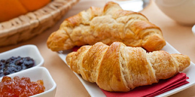 Food_Bread_rolls_croissants_Fresh_croissants_and_jam_031573_